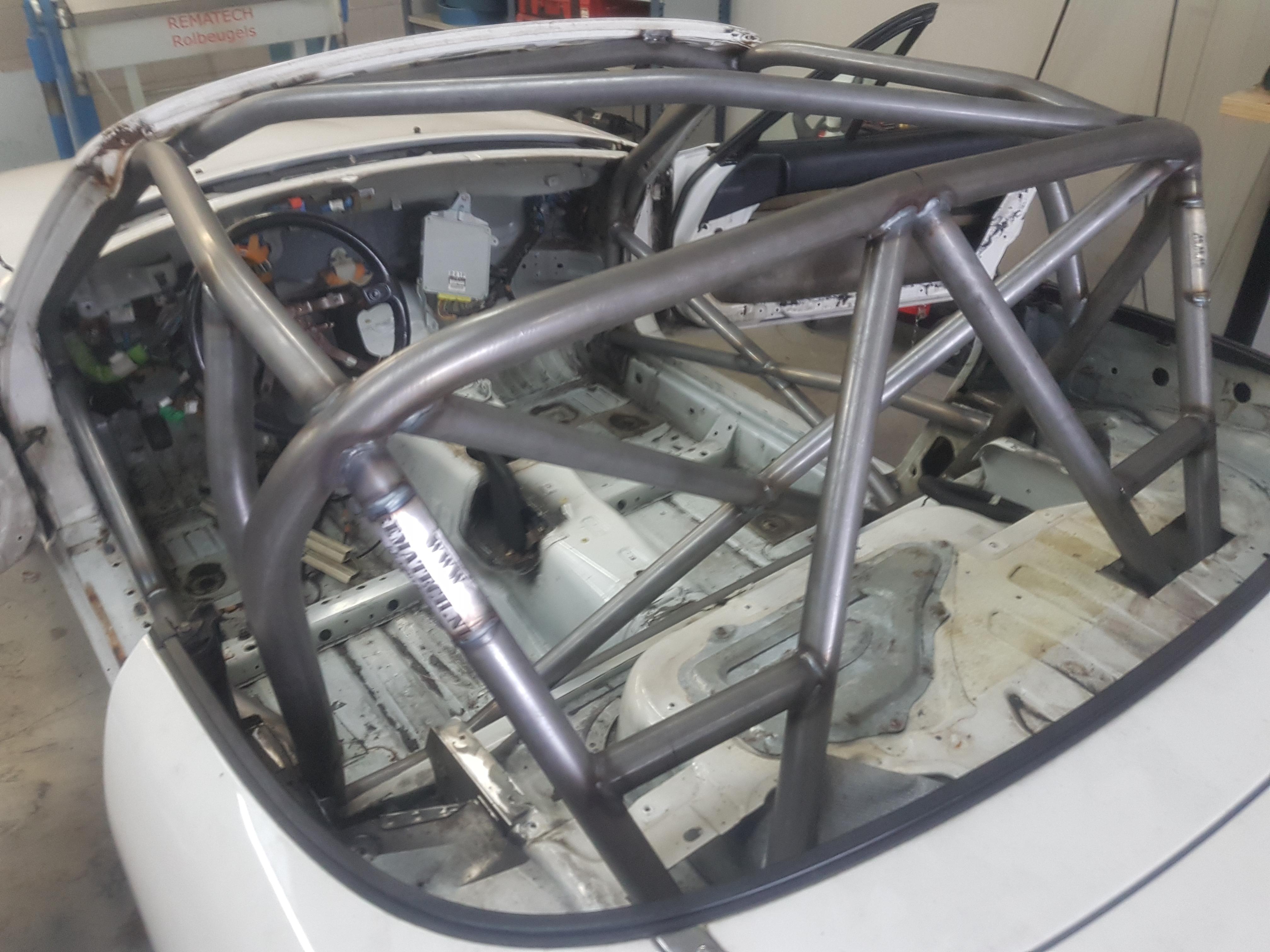 Mazda MX5 Voorzien Van Uitgebreide Rolkooi