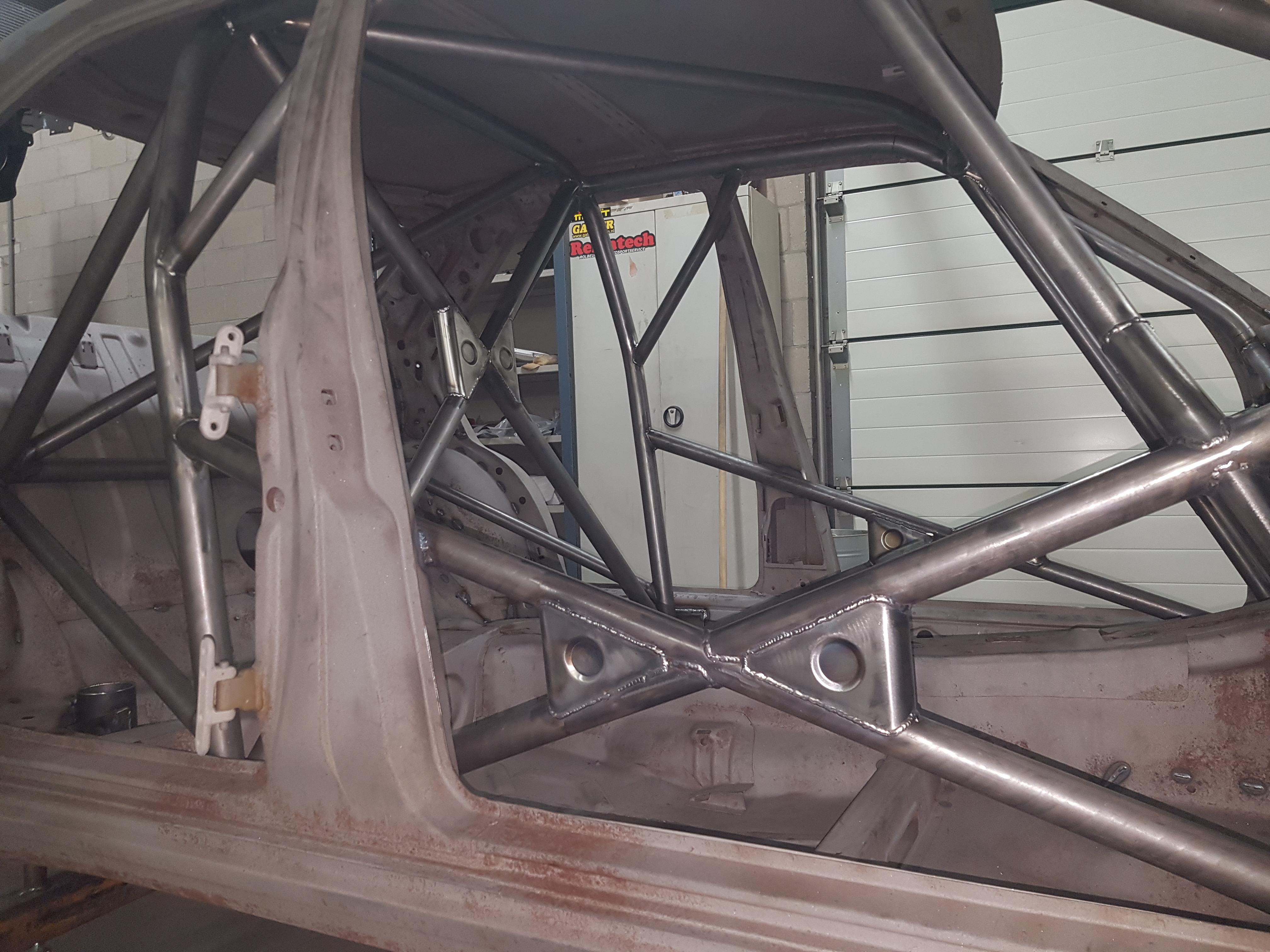Mercedes 190 2.3 Evo Voorzien Van Gecertificeerde Rolkooi