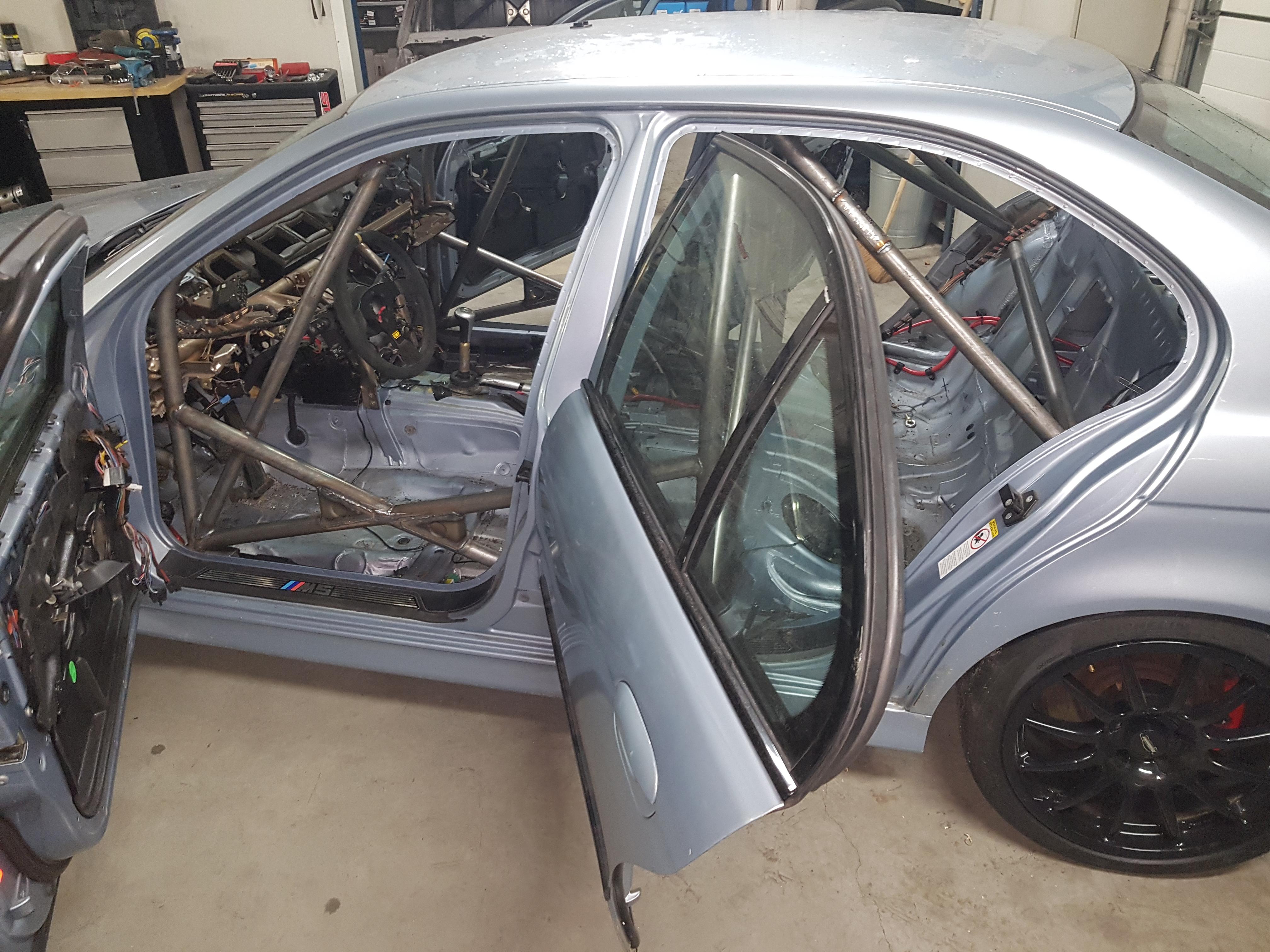 BMW M5 E39 Voorzien Van Rolbeugel Met Certificaat