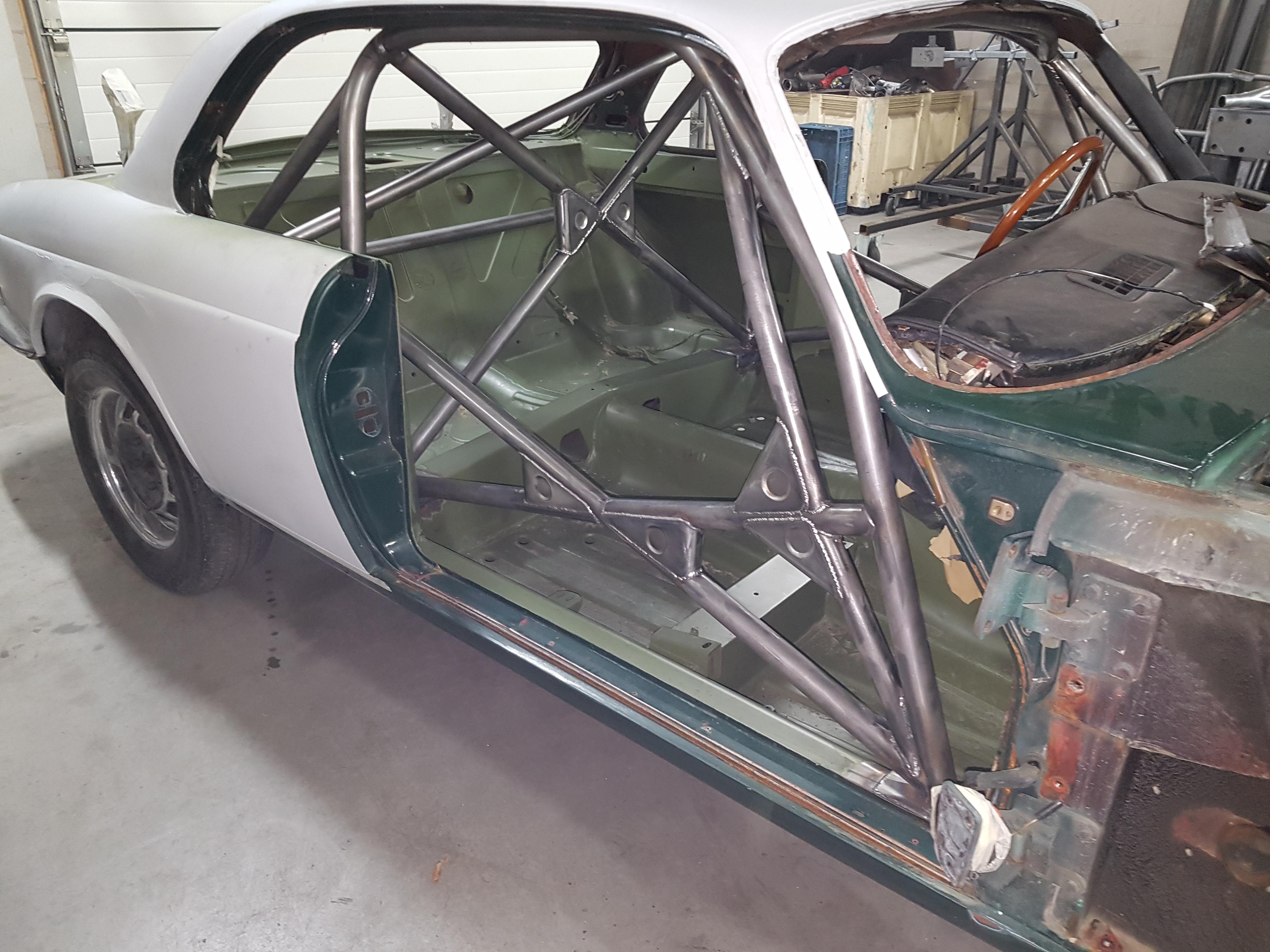 Rolbeugel In Een Jaguar XJ Coupé