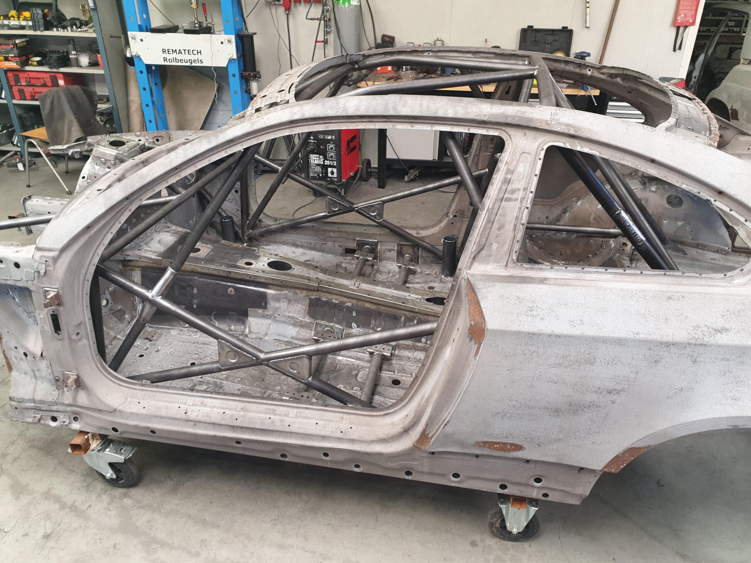 BMW M3 E92 Voorzien Van Multipoint Rolkooi Mét KNAF Certificaat.